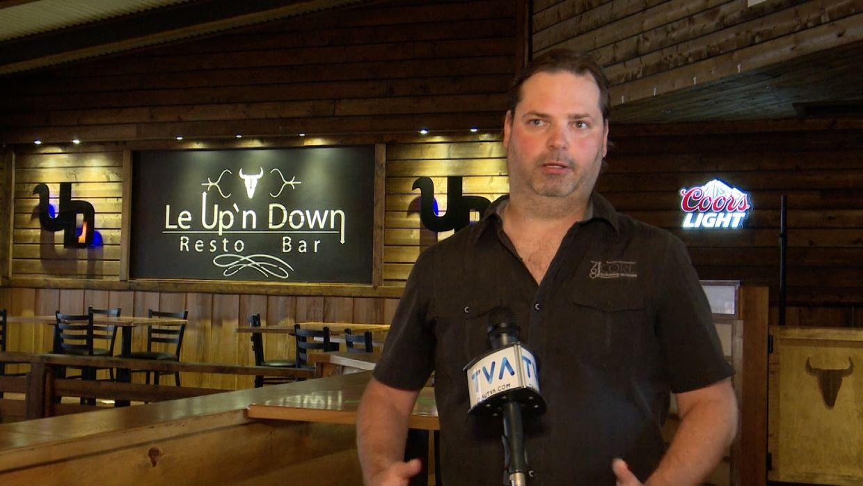 Le propriétaire du Up'n Down, Jessy Lajeunesse, à Tracadie.